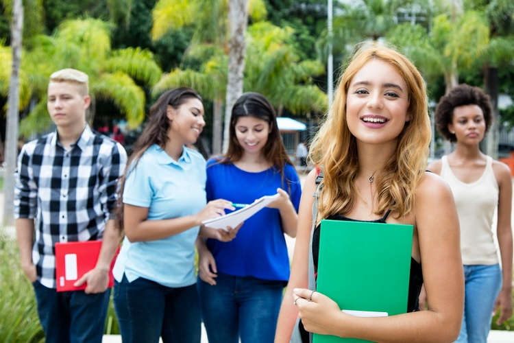 Wege zum Auslandssemester: Vorteile, Möglichkeiten, Finanzierung