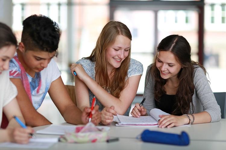 Wie gelingt der Quereinstieg als Lehrer/in in Schleswig-Holstein und Thüringen?