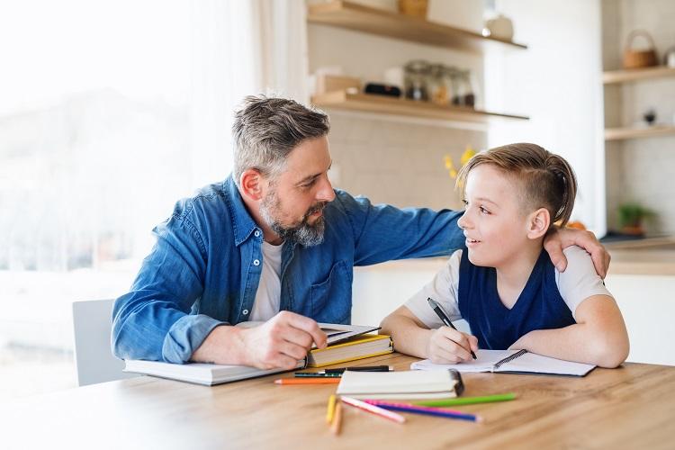 Wie können Eltern bei Hausaufgaben unterstützen?